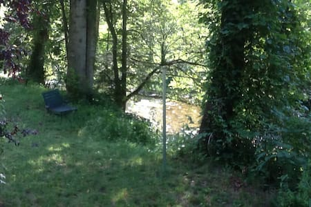 Great cabin with private riverfront - Collettsville