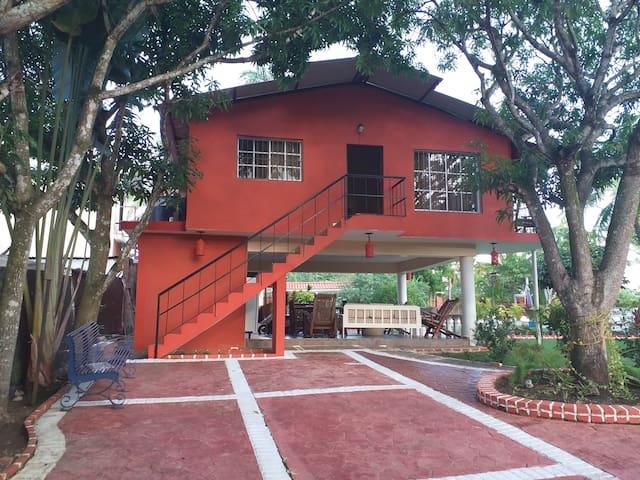 Encantadora Villa Cerca de la Ciudad