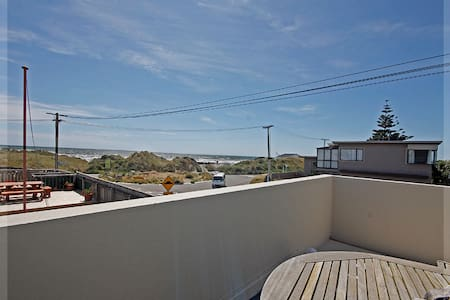 House right on the beach - Foxton Beach - Bed & Breakfast