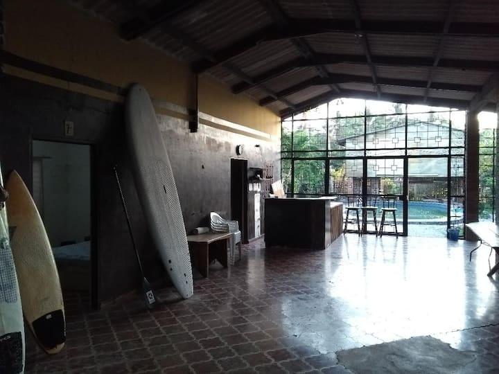 Hostal Budget Room in Playa El Tunco