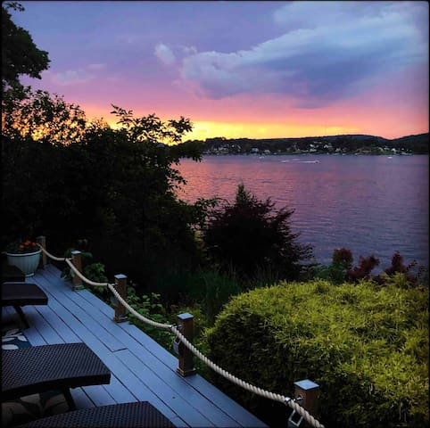 Charming 4 BR/2 BA Waterfront Candlewood Lake Home