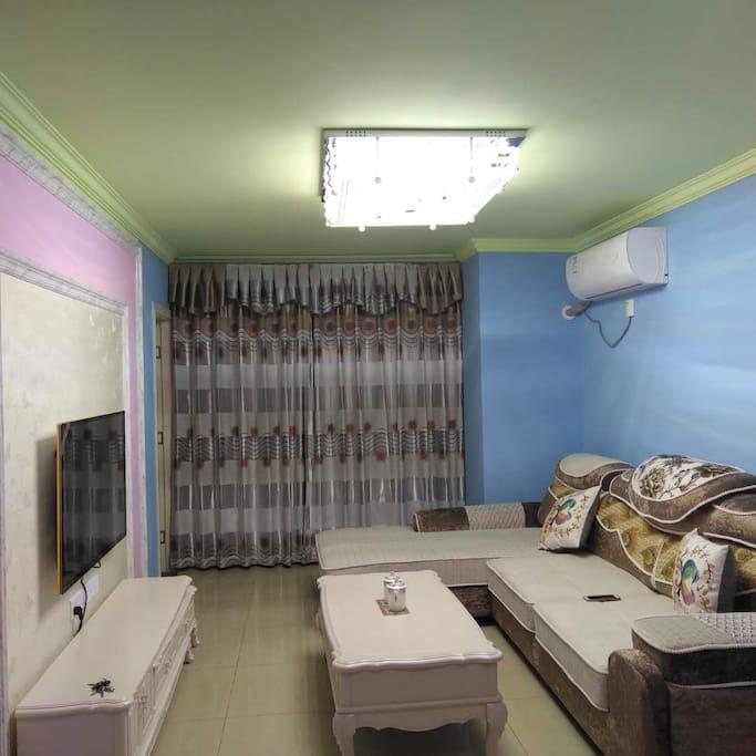 果绿色的顶,天蓝色墙面,粉红色的电视墙就是有地中海风情屋的感觉!