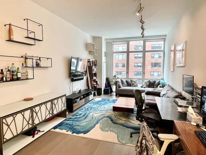 Luxurious Midtown Condo with Gym - Long Term Stay