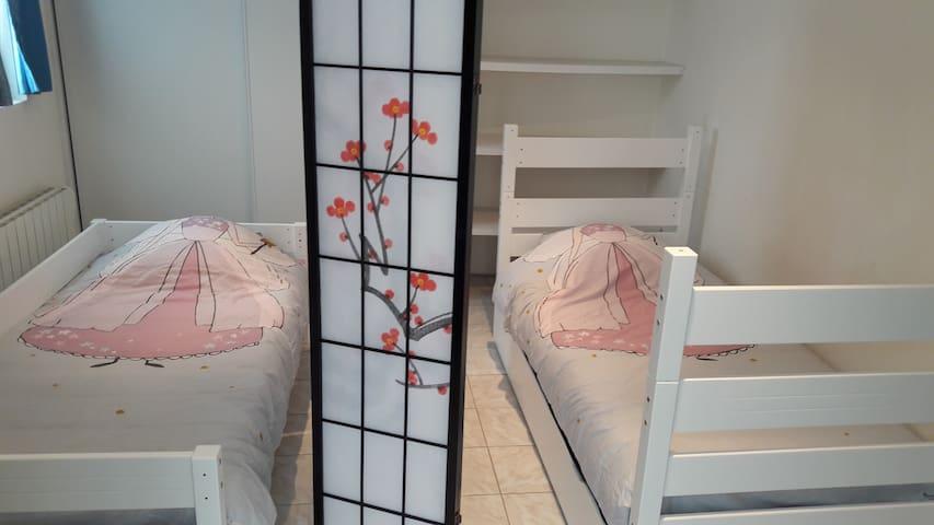 Chambre équipée en 2 couchages