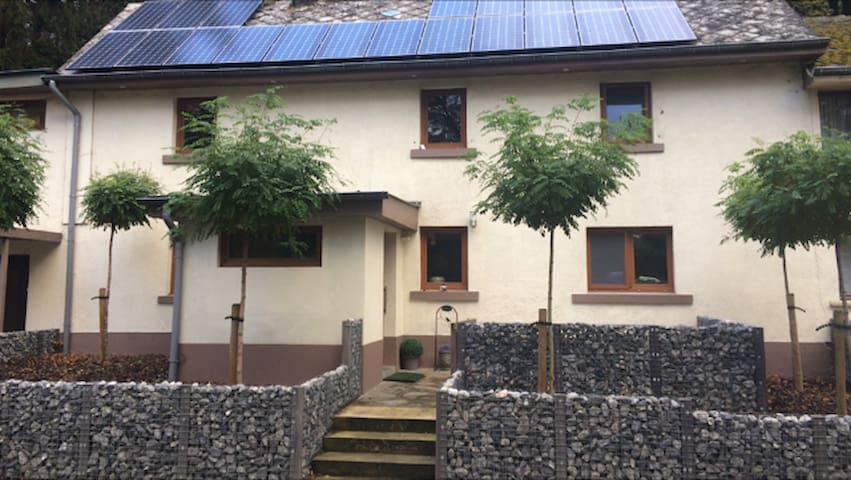 Recent gerenoveerd vakantiehuisje !!! - Burg-Reuland - Casa
