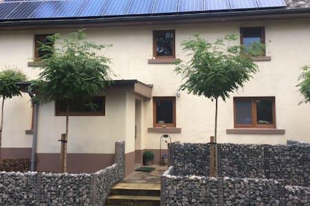 Recent gerenoveerd vakantiehuisje !!! - Burg-Reuland - 独立屋