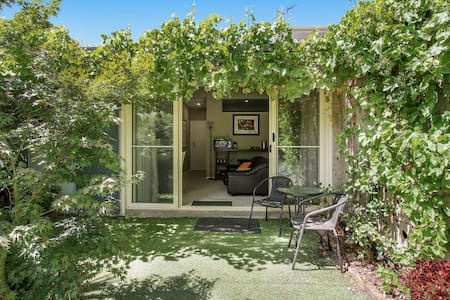 Maple Garden Studio, Benalla.