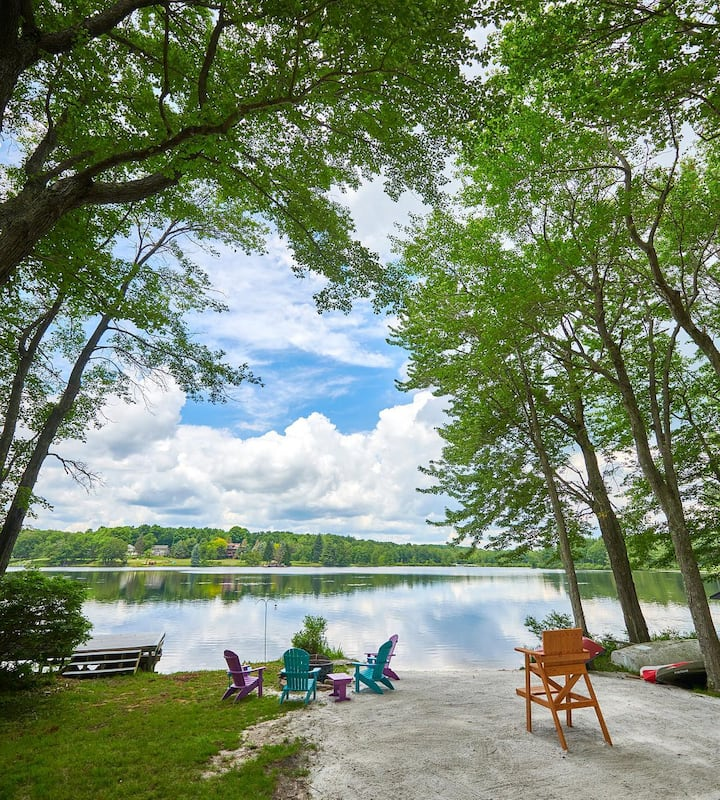 Secluded Lakefront in the Poconos * King Bed*