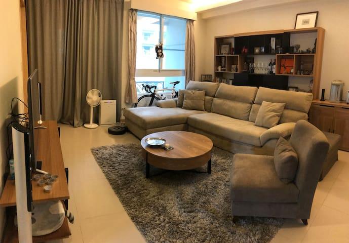 PJ's Guest House 台北。新店。七張站 Taipei MRT QiZhang