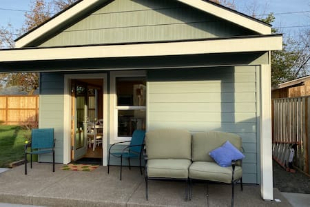 Blueberry Bungalow in the Heart of Corvallis