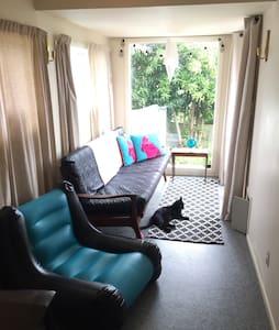 Grey Lynn 1 min to Cafes Shops Bus - Auckland - Dom