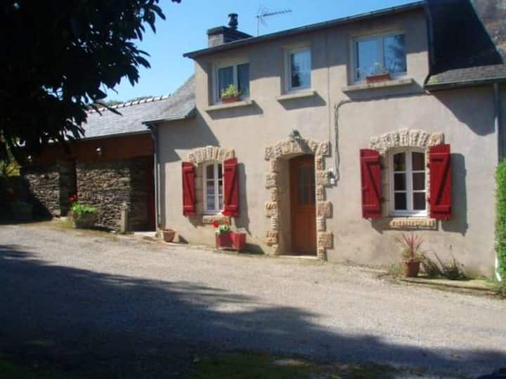 House with 3 bedrooms in Laz, with furnished garden and WiFi - 40 km from the beach