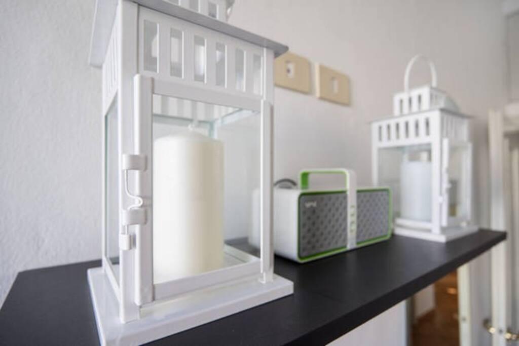 La lanterna evoca l'idea di casa accogliente e svolge la funzione di guida in un luogo sconosciuto.
