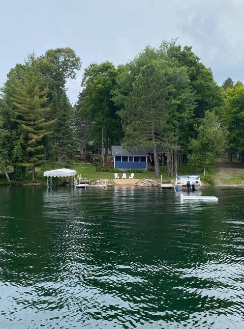 Vintage Cabin On Lake Lucerne