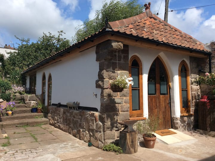 The Hideaway - charming cottage, close to Bristol