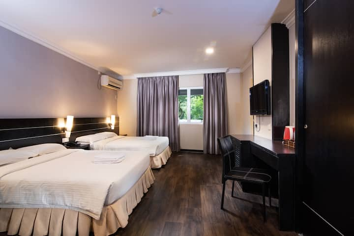 4 Pax Family Superior Room #118 @ Hotel Waterfall