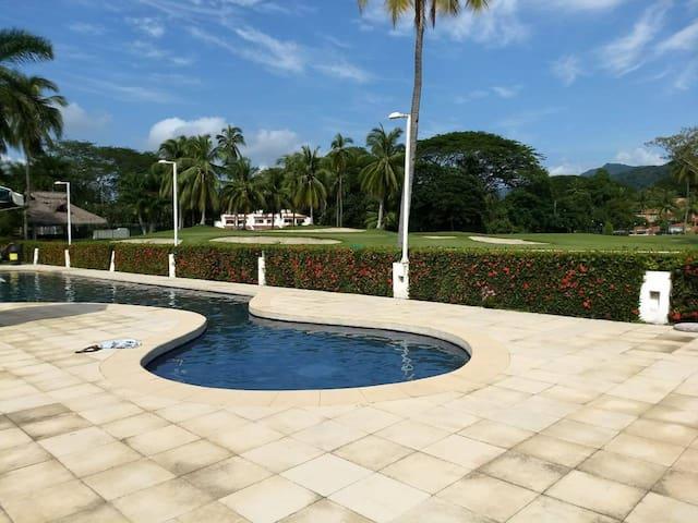 Hermosa Villa con Alberca y vista al campo de Golf