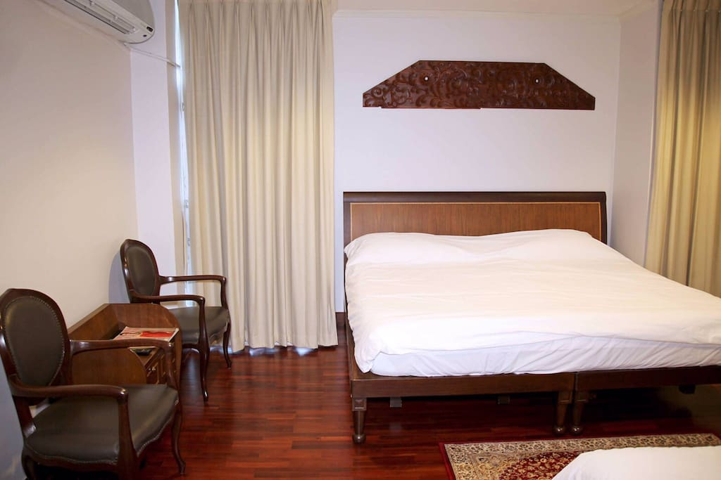 Master bedroom - California king bed