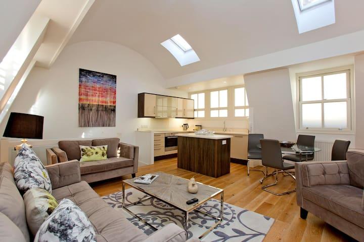 Luxury and Spacious 2 Bedroom in South Kensington