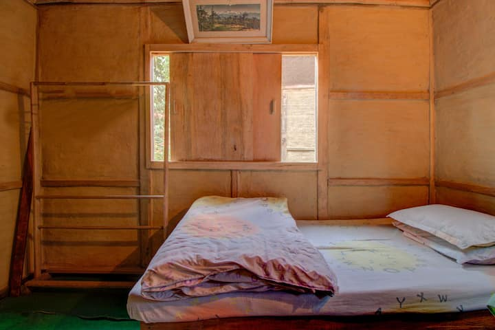A budget Room in Lonely Planet Homestay, Kalimpong