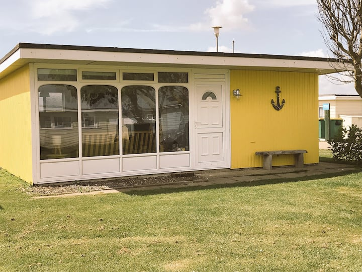 The Beach Huts -Camber Sands-Yellow Seaside Chalet