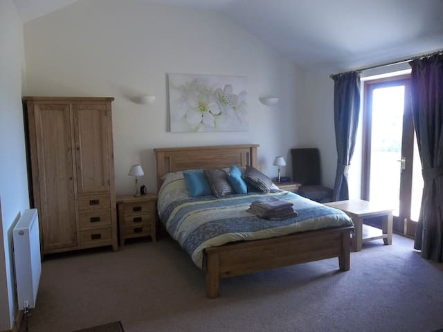 THE OLD STABLES, WEATHERHEAD FARM - Leckhampstead - Apartmen