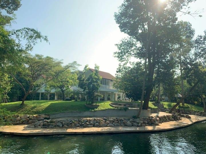 ChantrPirom Riverside home