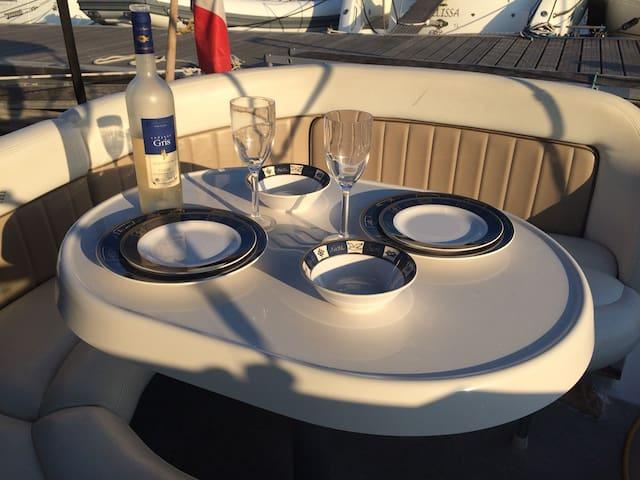 Une cabine de bateau , pour un moment inédit.