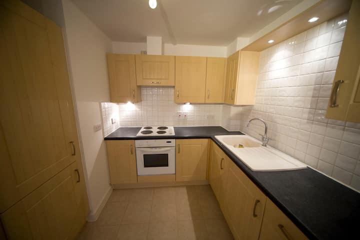 Two bedroom Spacious Flat in the Heart of Town