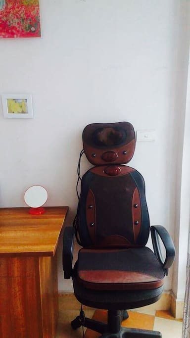 masage chair in room