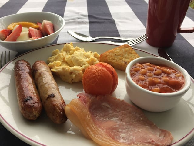 Traditional cooked breakfast