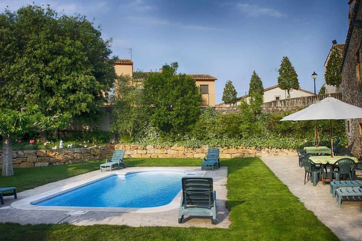 MAS LLUNES-Coll Verd. Apartment in a Rural House with pool near Girona
