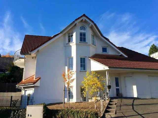 Quiet apartment perfect for business needs in Bonn