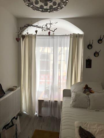 Liebevoll eingerichtetes Zimmer in der Altstadt