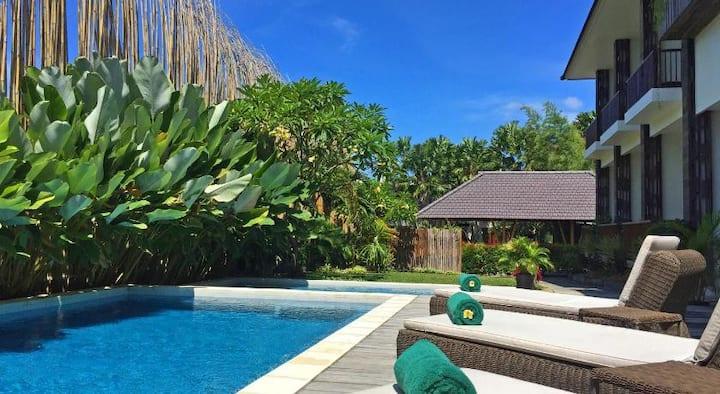Private Poolside Room, 7min walk to beach