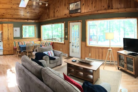 Cosy beautiful cottage on Ponhook Lake NS