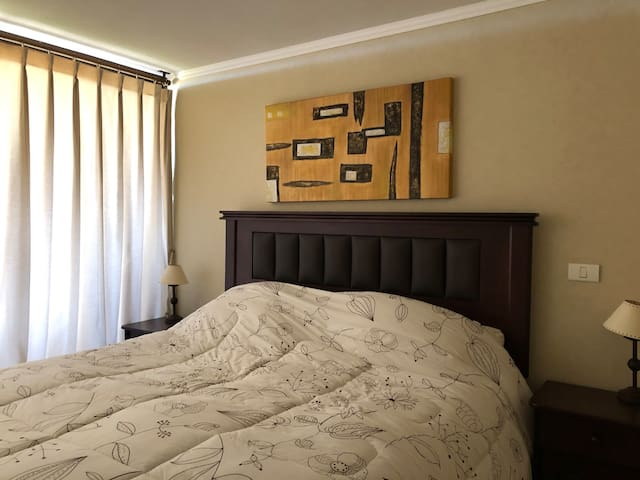 Dormitorio principal en suite con cama king