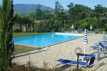 Farmhouse Apt, Large Pool, Beautiful Countryside - Villa Collemandina