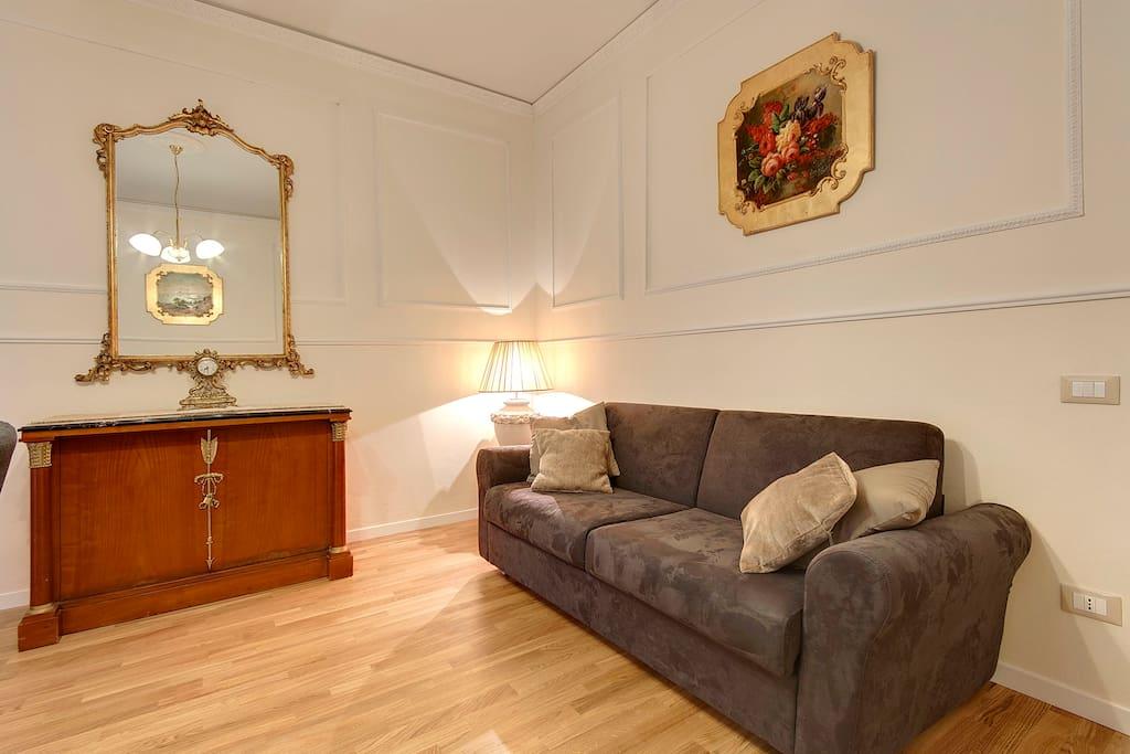 ampio e luminoso soggiorno in tipico stile fiorentino