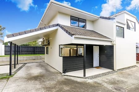Clean, bright, Ellerslie townhouse. - Auckland