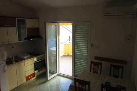 Martina for 3 sweet apartment on great location! - Duće - Apartament
