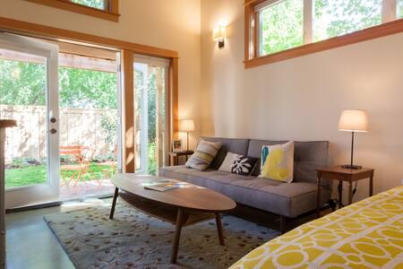 Ivon Garden Cottage