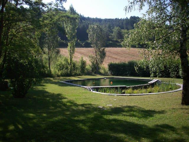 Jolie maison avec bassin naturel !