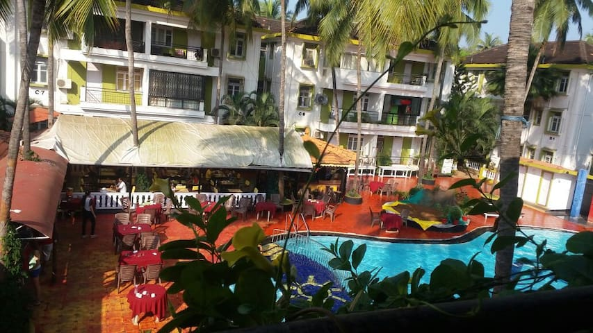 Poolside Serviced Apartment (1RK) in Candolim