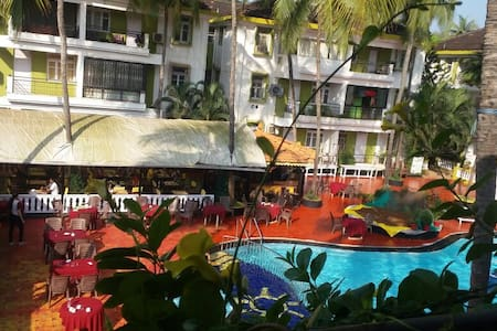 Poolside Serviced Apartment in Candolim - Candolim