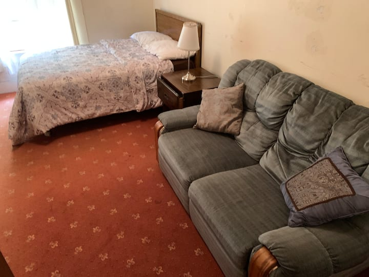 Best place in town, literally a minute walk to Southside of UC BERKELEY. private room with attached bathroom. This is the best deal compared to the price and location