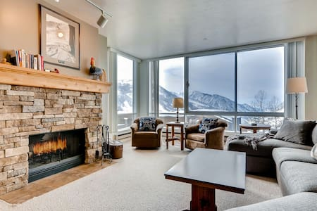 The View #20 - Ski in/Ski Out Spacious Condominium with Two Fireplaces