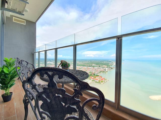 Malacca | SilverScape Seaview Apartment [7 Pax]