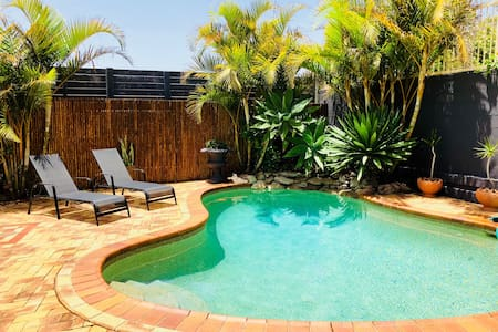COSY COUPLES RETREAT WITH POOL IN TERRIGAL