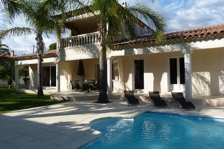 Villa de standing avec piscine à 50m de la plage - Saint-Cyr-sur-Mer - 別荘